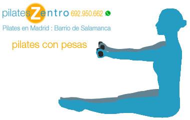 Persona haciendo Ejercicio de Pilates Con Pesas